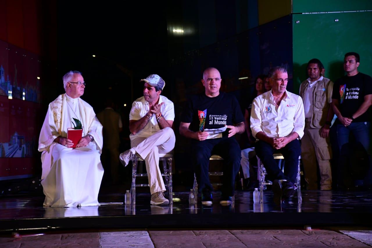 Monseñor Tamayo, el alcalde Alejandro Char, el pressidente de Tecnoglass, Chirstian Daes y el gobernador Eduardo Verano-