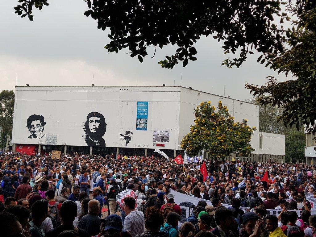 Tras las marchas de este miércoles está convocado un paro nacional y una 'velatón' esta misma noche, así como la toma de algunas universidades y un campamento en la capitalina Plaza de Bolívar.
