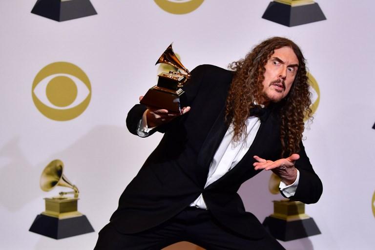 Weird Al Jakovic  logró un Grammy en Best Boxed.