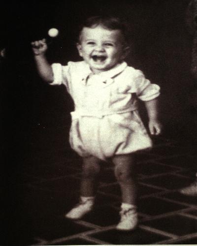 Luis Carlos Galán Sarmiento nació en Bucaramanga, el 29 de septiembre de 1943. Aquí aparece cuando estaba a punto de cumplir los dos años.