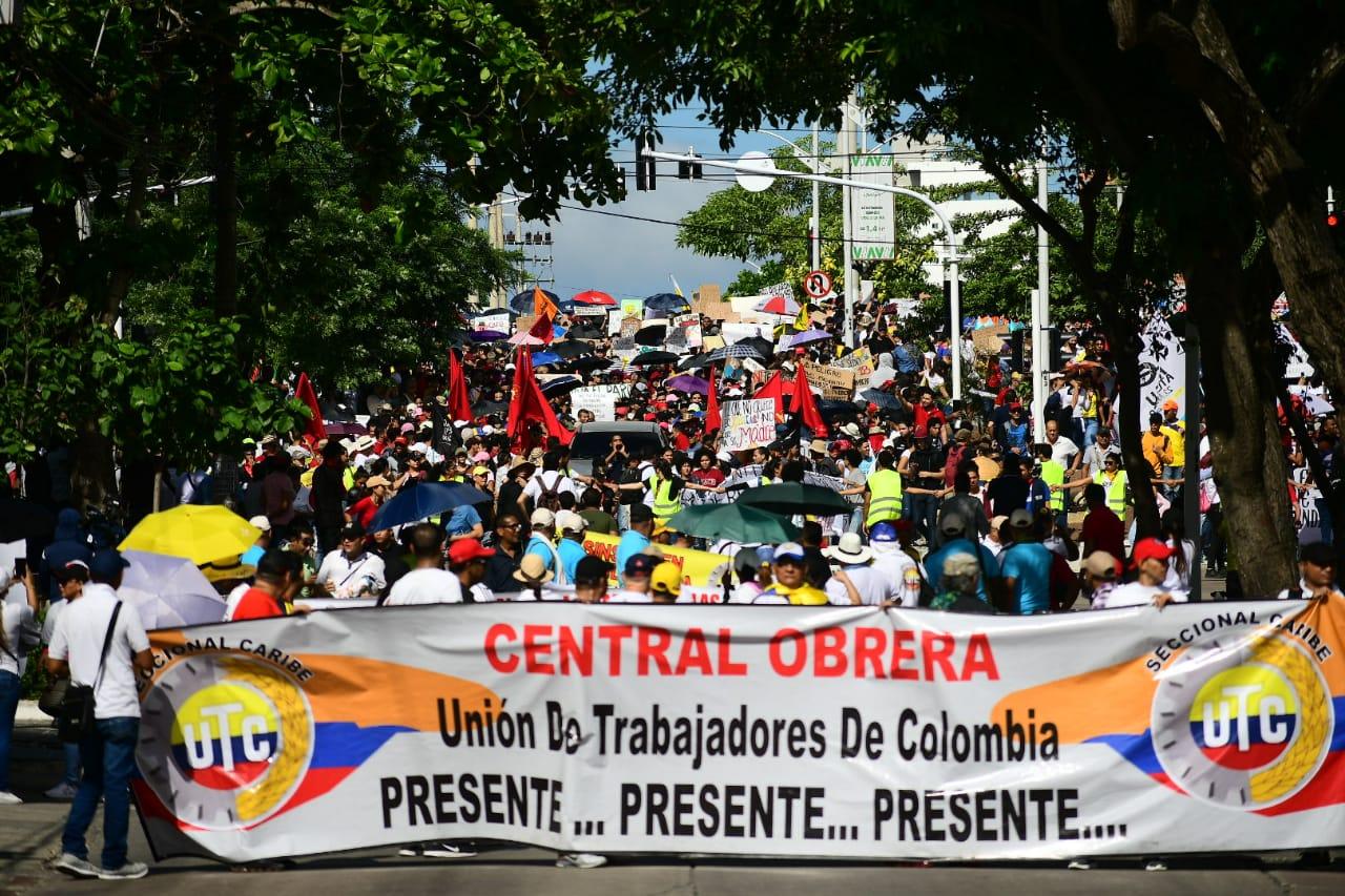 Marcha de estudiantes y docentes universitarios.