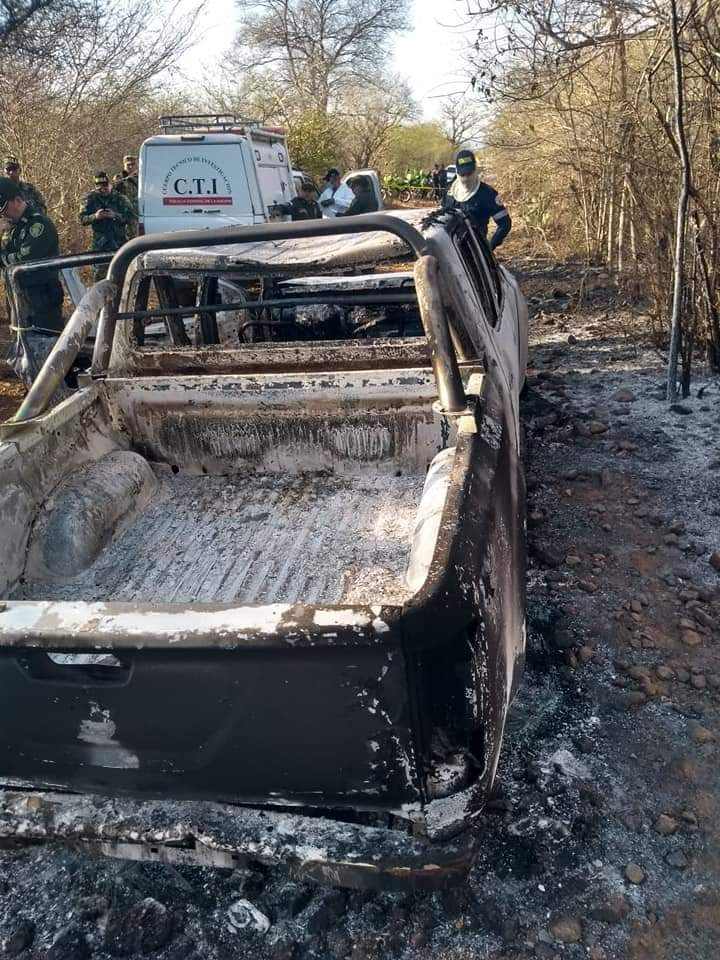 Según la Fiscalía, los asesinos, después de propinarle dos tiros al ganadero, le prendieron fuego y las llamas se extendieron en el vehículo, calcinando el cadáver.