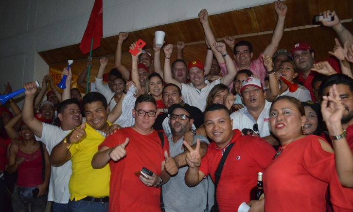 Héctor Espinosa (partido Liberal) celebra en Sincelejo tras ser elegido gobernador de Sucre.