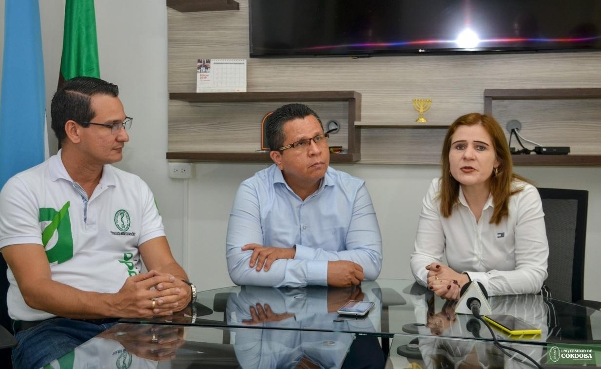 Gobernadora y rector de la Unicor junto con un miembro de la junta académica de la Univerdidad.