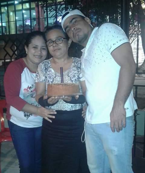 Gladys De La Rosa, con sus hijos Ismael Torres y Sara Torres.