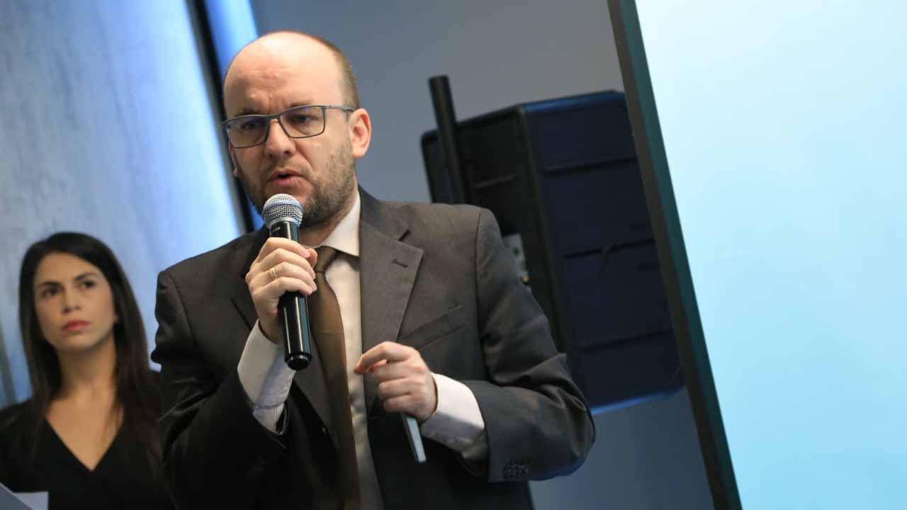 Sebastián Eslava, director de desarrollo tecnológico e innovación de Colciencias.
