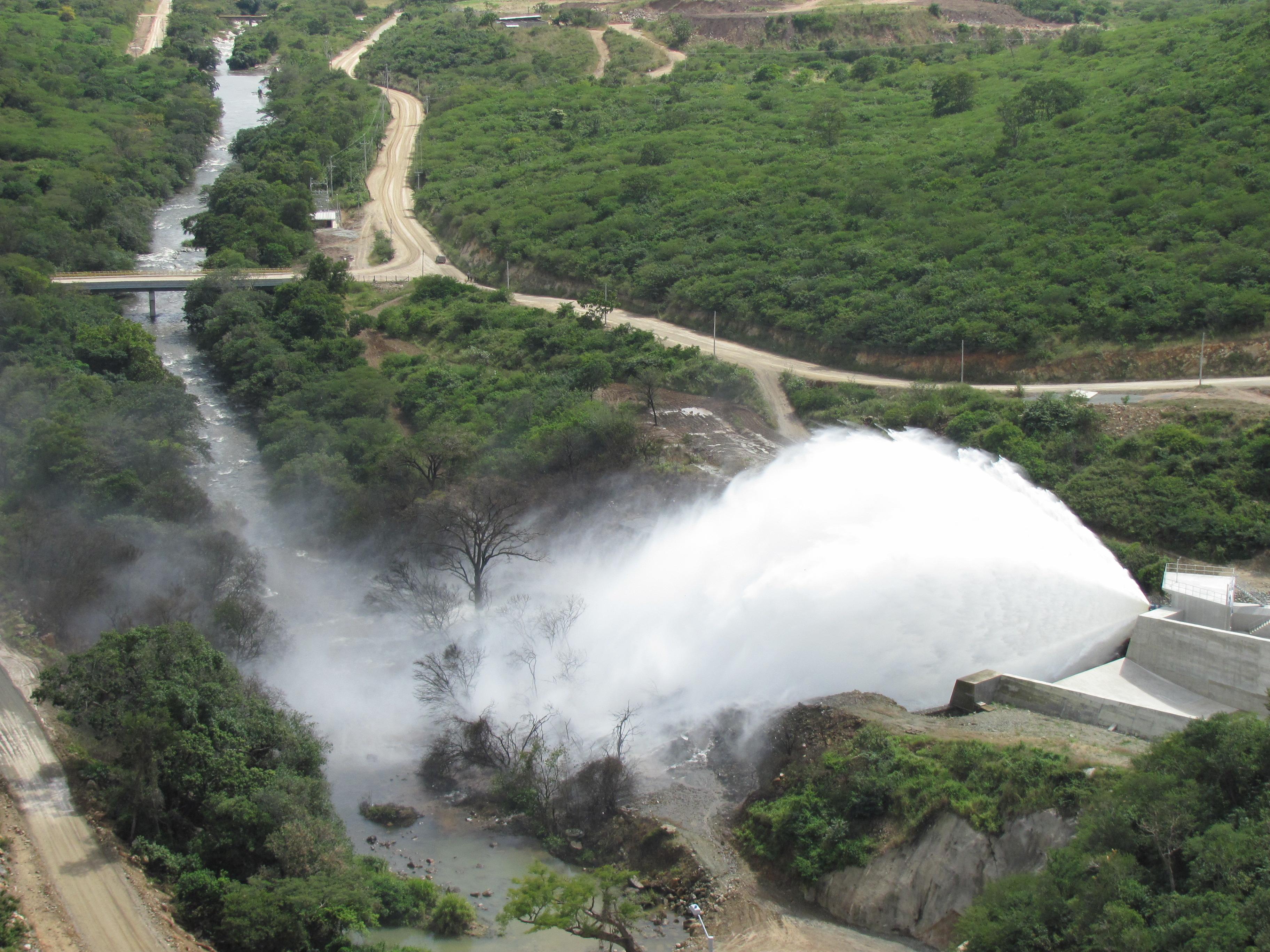 Aspecto de la fase I de la represa sobre el río Ranchería.