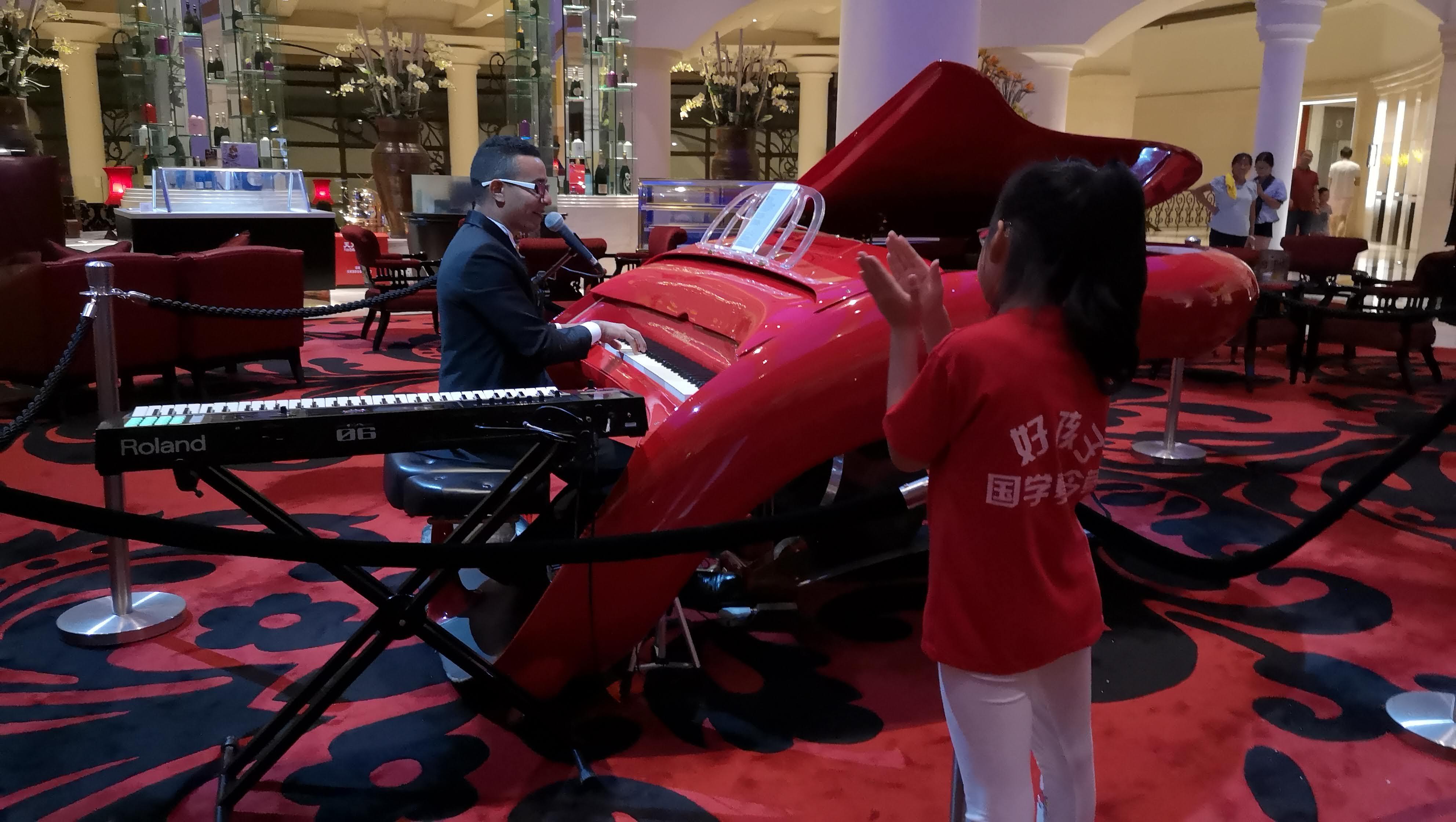Ariel Pérez Garabito, pianista cubano residente en Shenzhen.