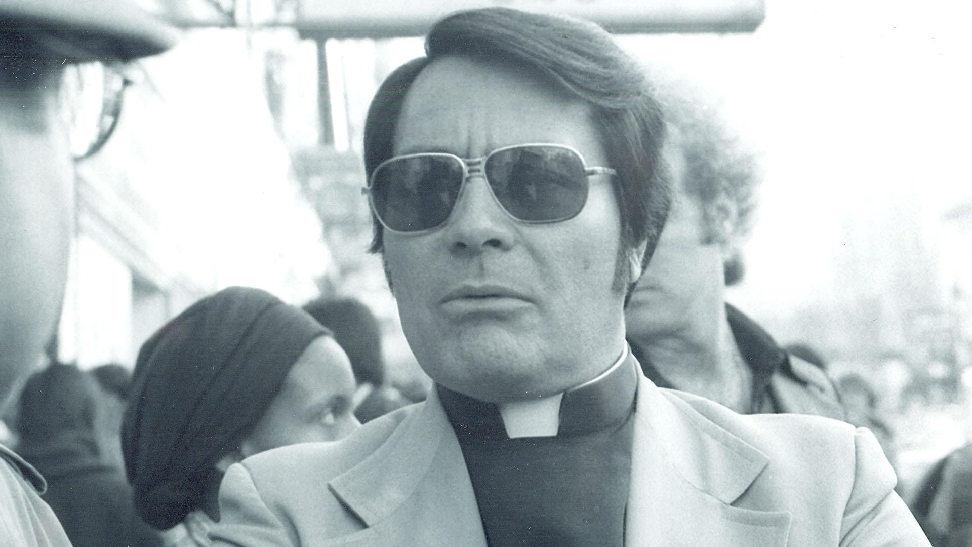 James Warren Jones, líder de la secta.