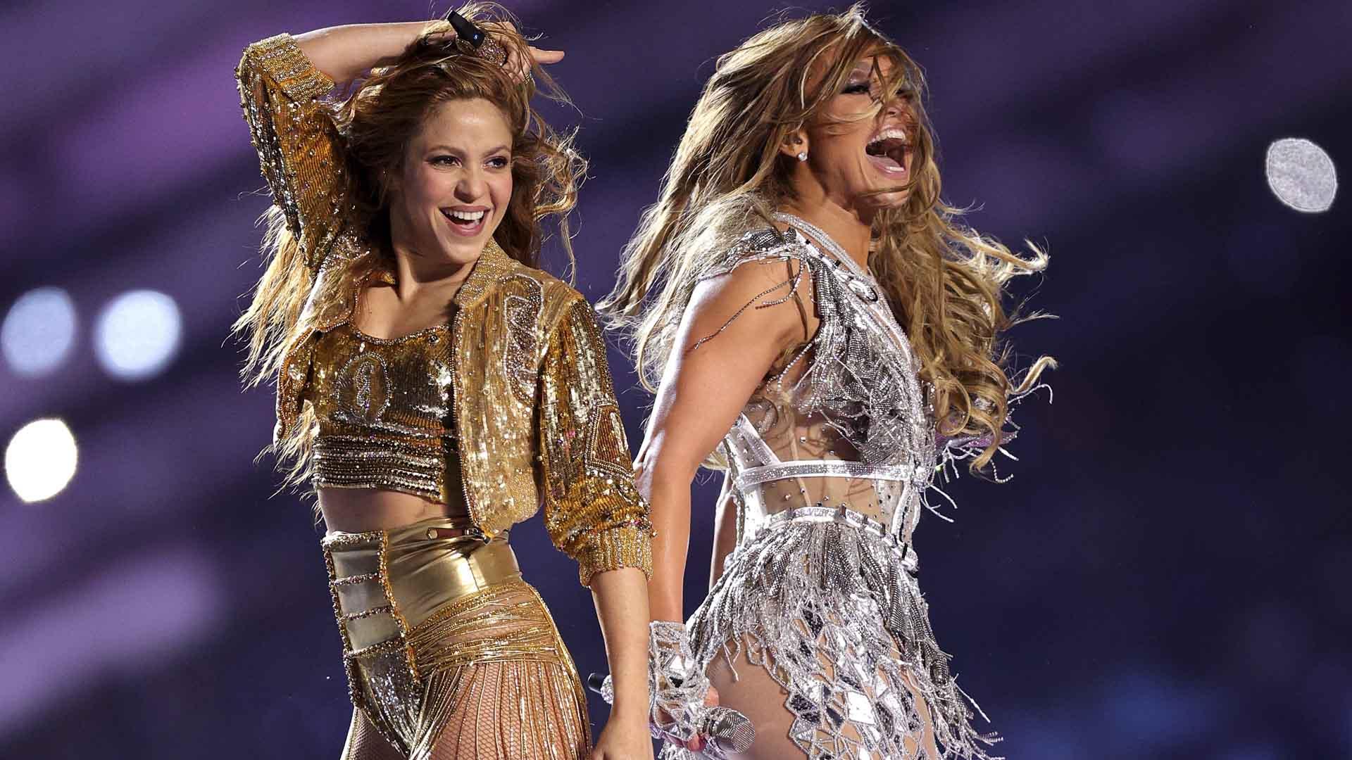 Shakira y JLo.  