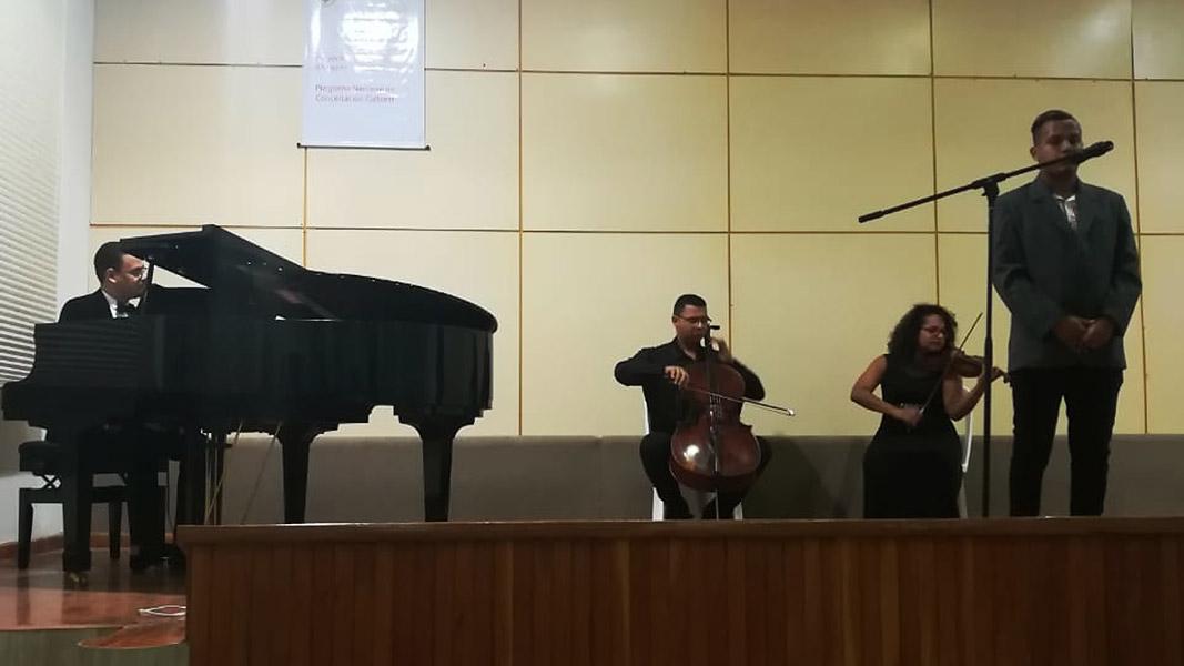 El cantante de música lírica Kelvin Lara Lubo y su grupo Il Polo durante su primer concierto en La Aduana.