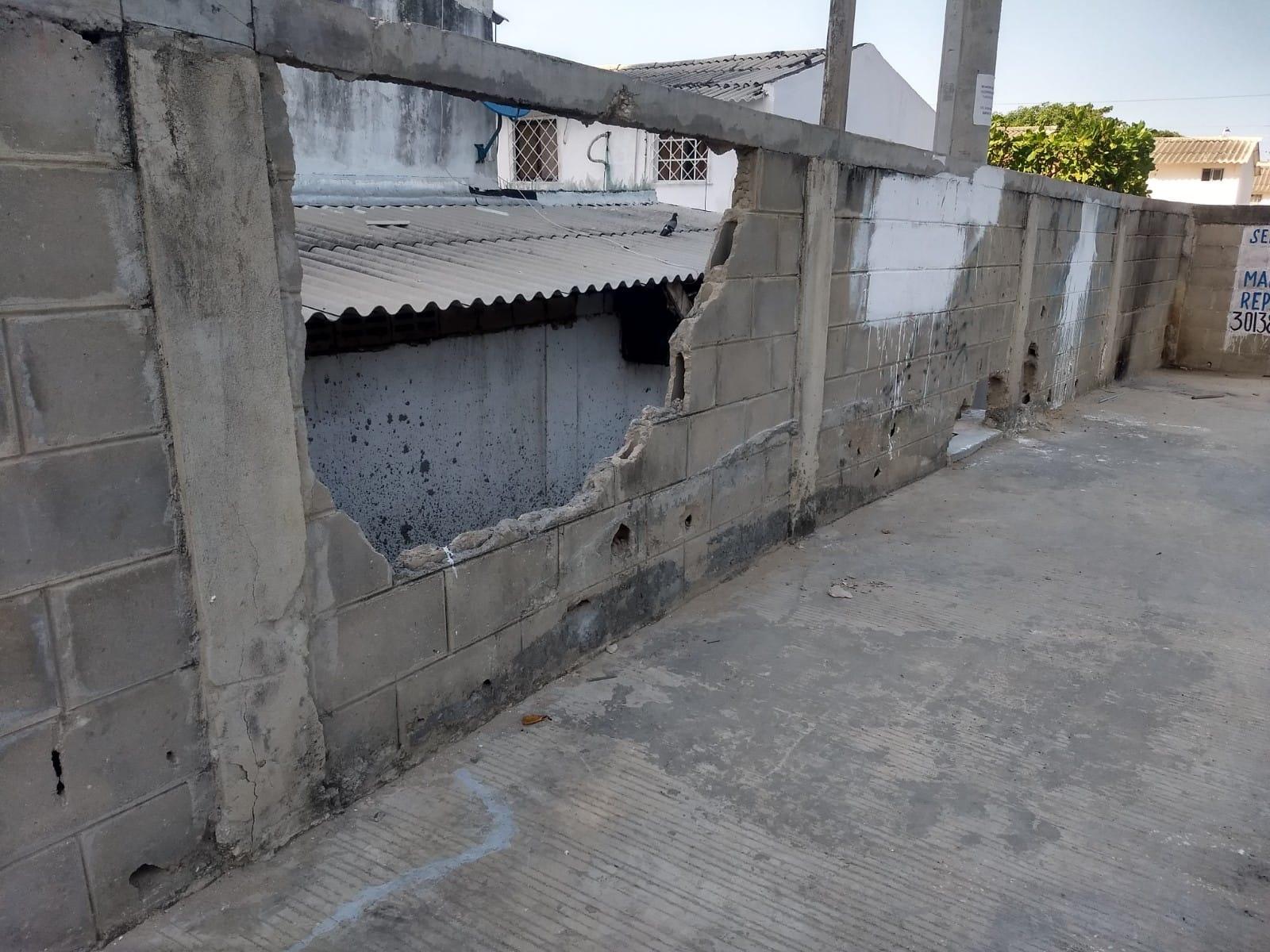 Así lucen los huecos que hicieron en los muros.