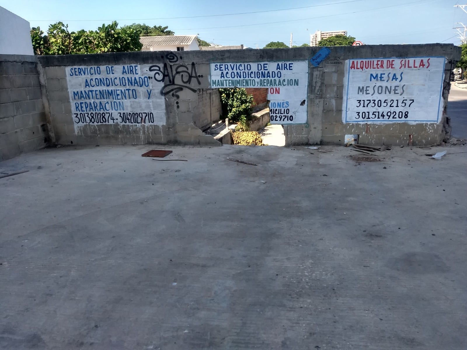 """Los letreros de """"prohibido arrojar basura"""" fueron ignorados,"""