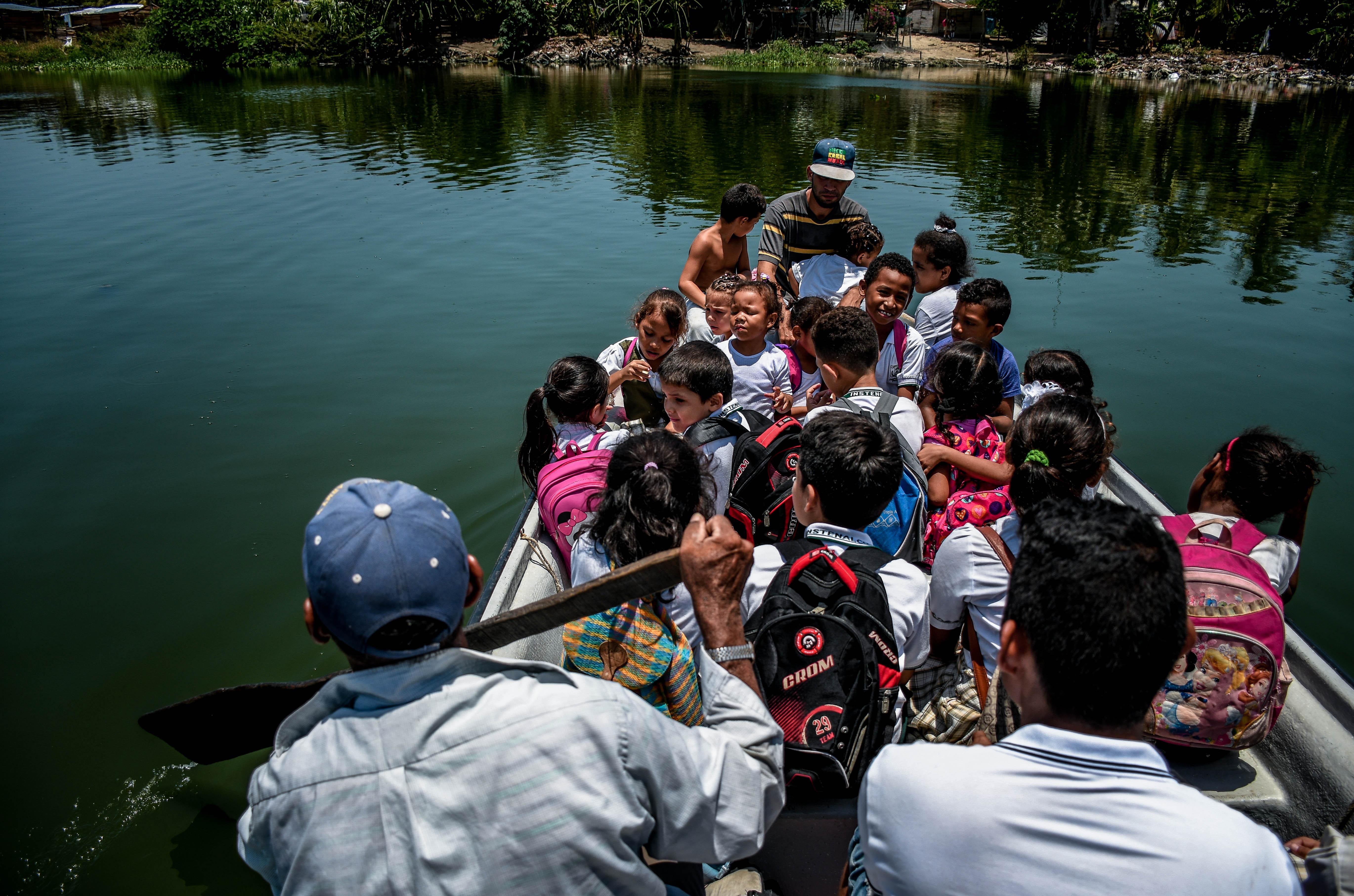 En la jornada diurna es cuando se transporta gran cantidad de alumnos, como se ve en esta imagen.