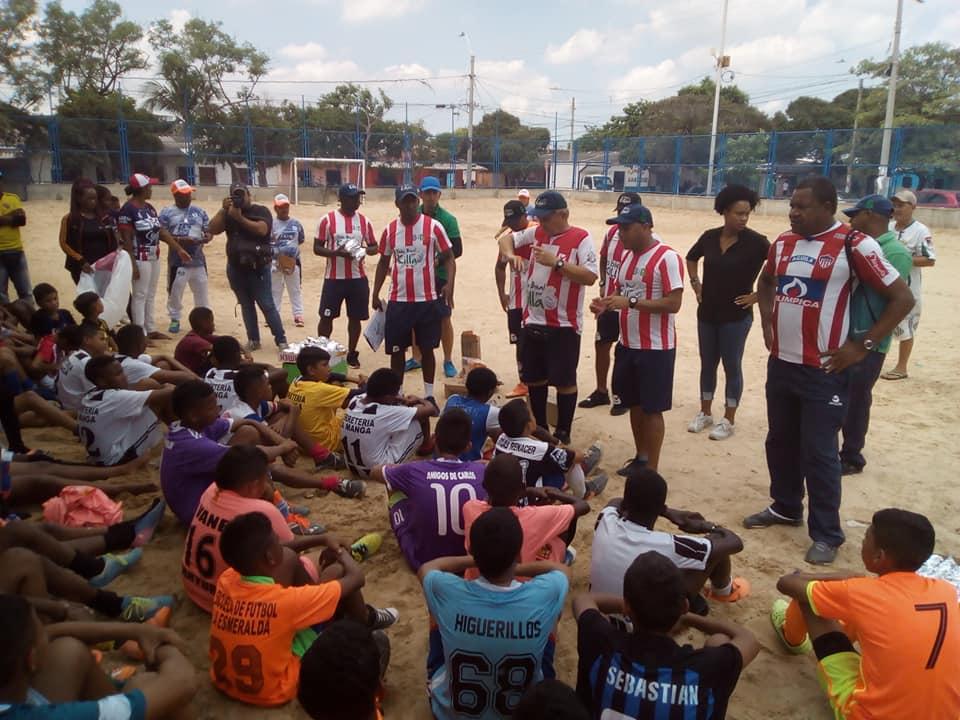 Niños en un campeonato de fútbol organizado por la JAC.