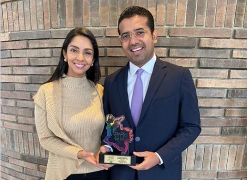 La gestora social Lisbeth Rosado y el alcalde de Valledupar, Augusto Ramírez.