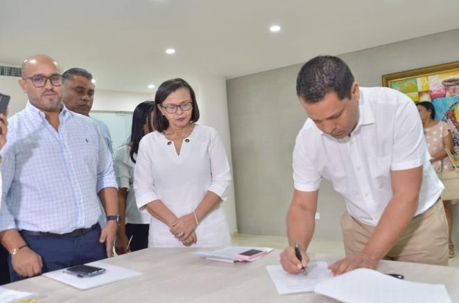 Monsalvo firmó los decretos de nombramiento.