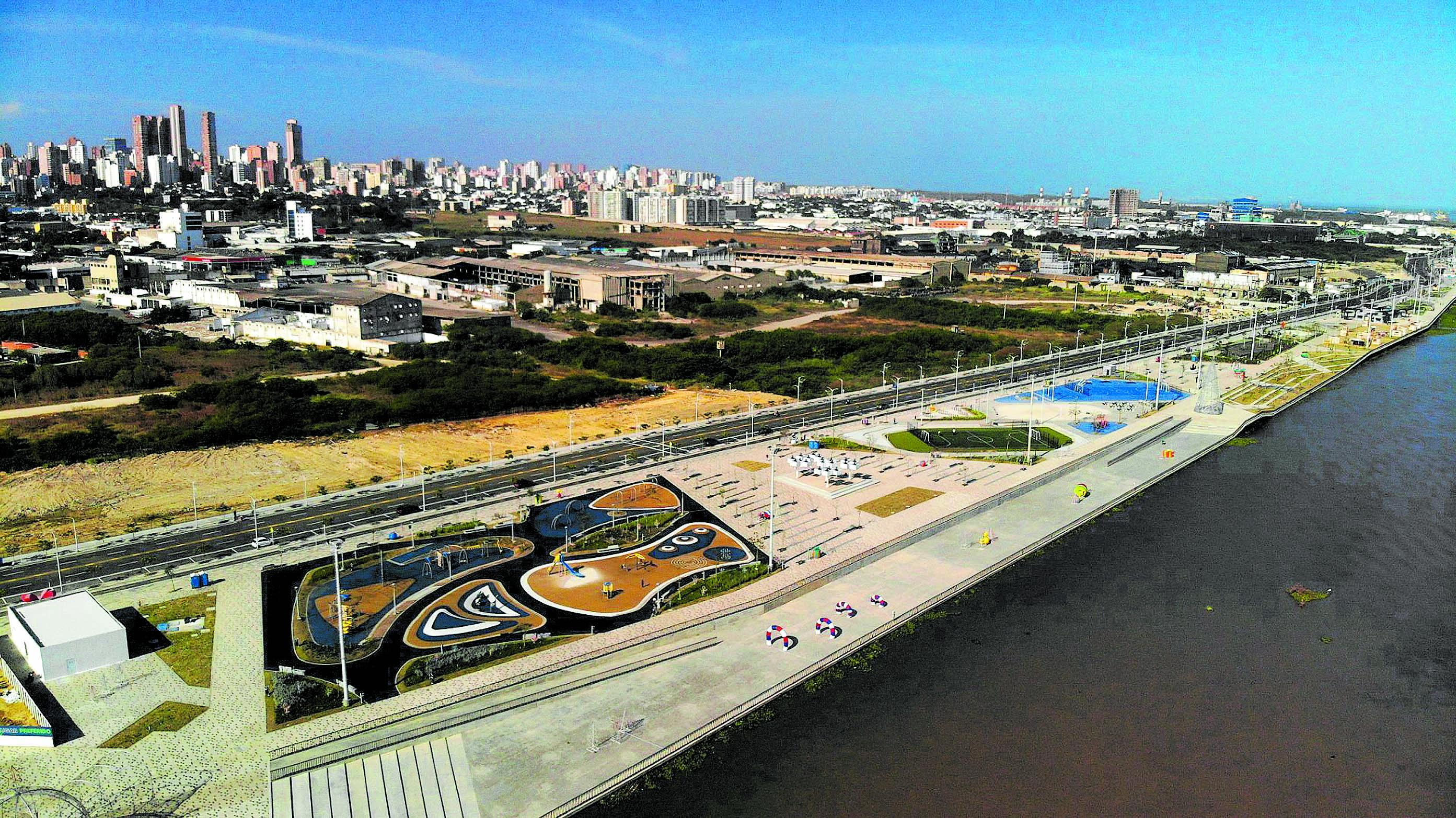 Vista del Malecón del Río en Barranquilla, en donde se encuentran el centro de eventos Puerta de Oro y el Pabellón de Cristal, escenarios de la Asamblea del BID.