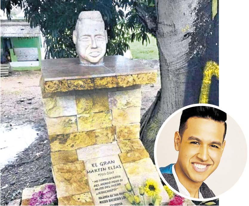 Martín Elías. Un busto erigido en el lugar del accidente en San Onofre desató burlas en redes sociales por parecerse supuestamente a Kiko del Chavo del 8.