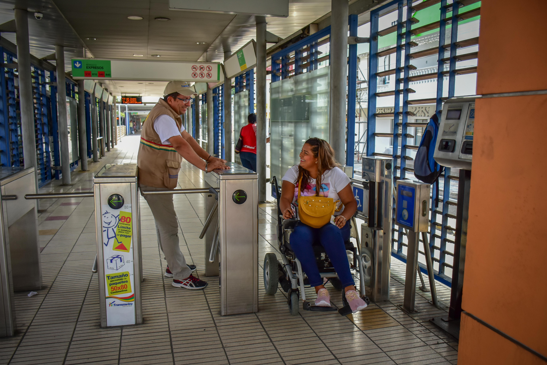 Marisela González usa a diario Transmetro.