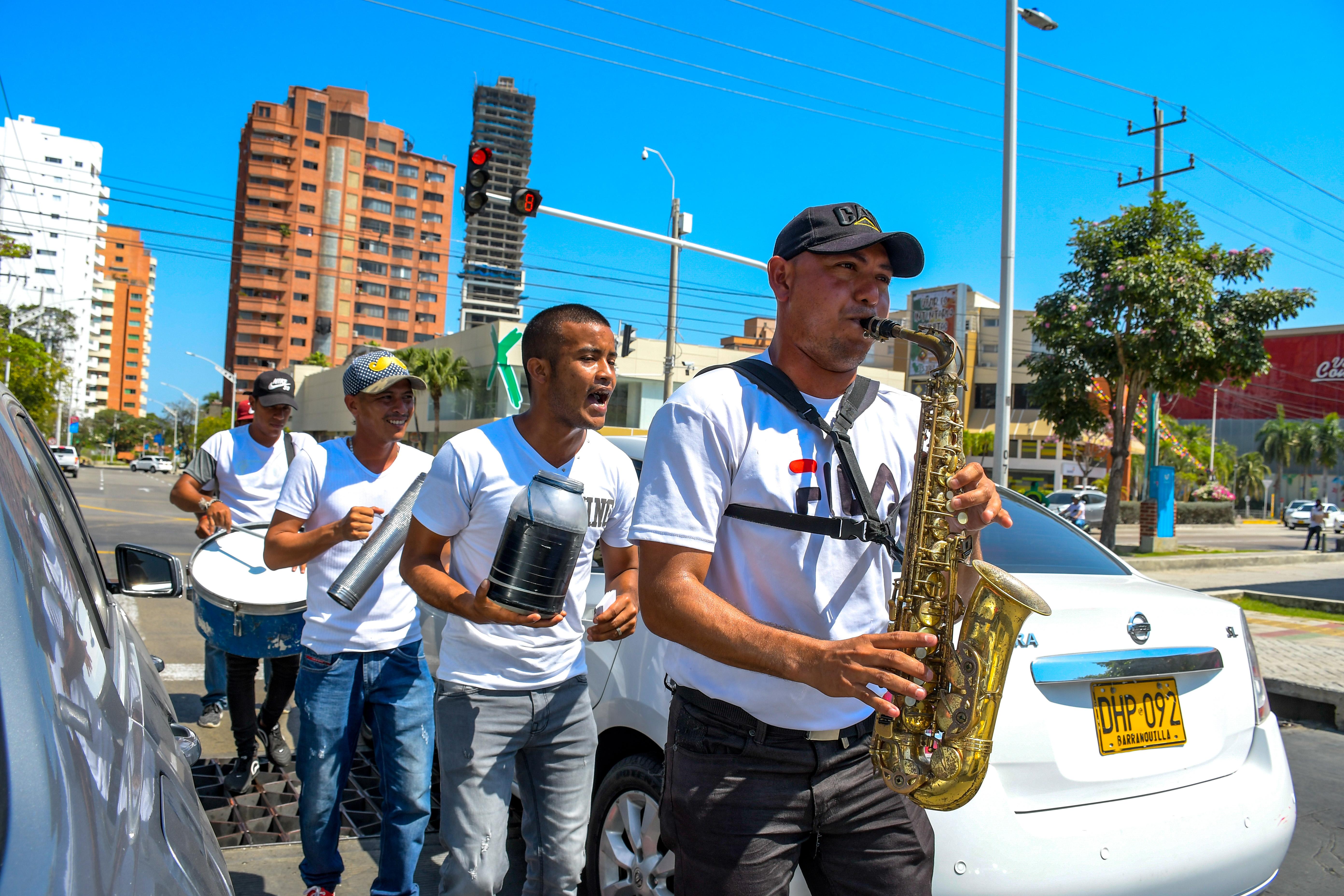 Los músicos y migrantes venezolanos también se han sumado a la demanda del mercado de músicos en Barranquilla.