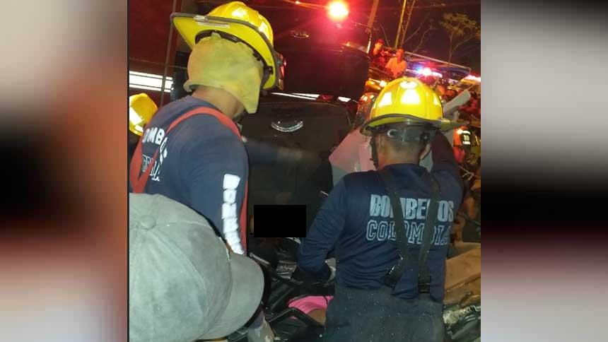 Bomberos de Barranquilla fueron los encargados de rescatar los cuerpos.