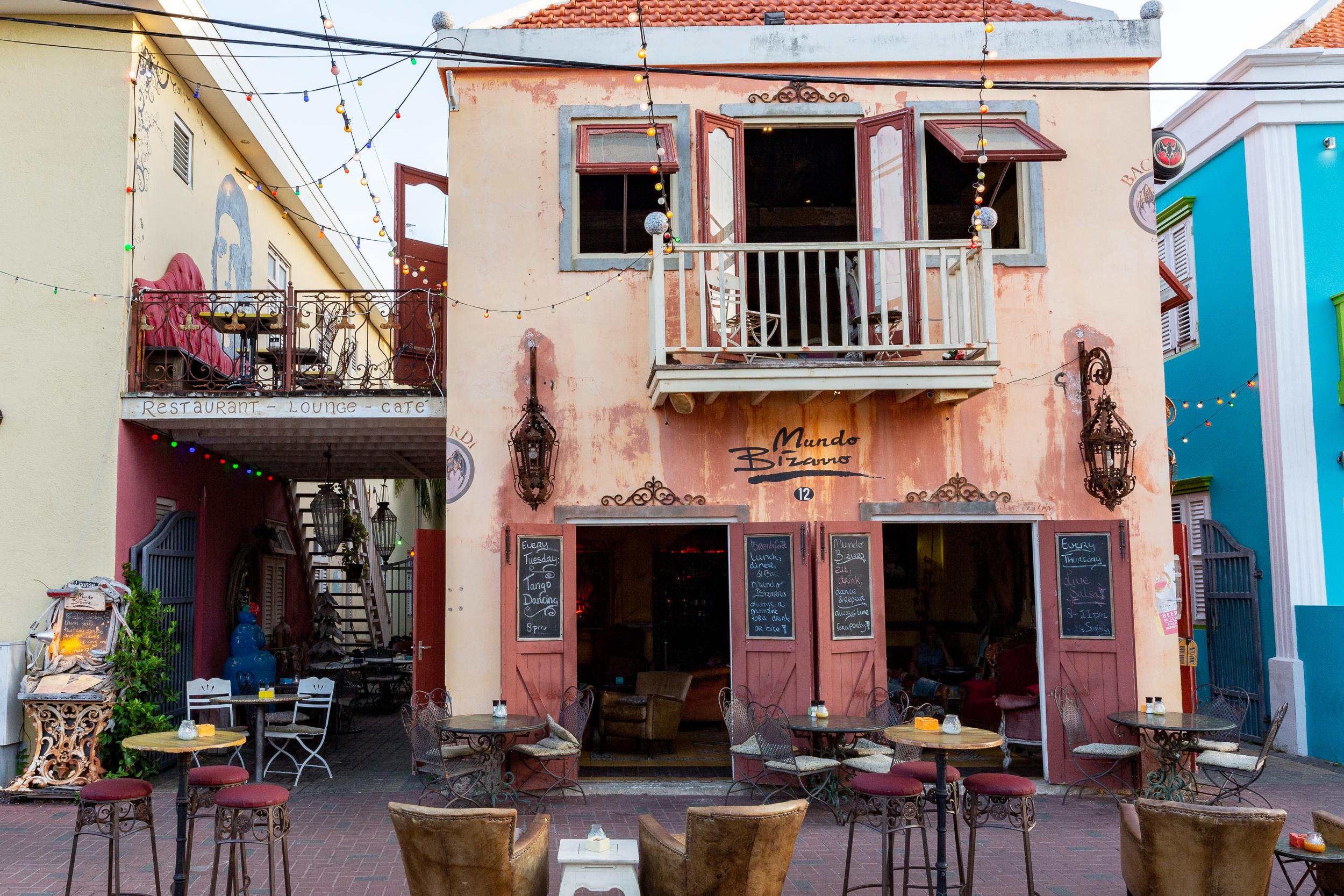 Café Mundo Bizarro en el Centro Histórico de Willemstad.