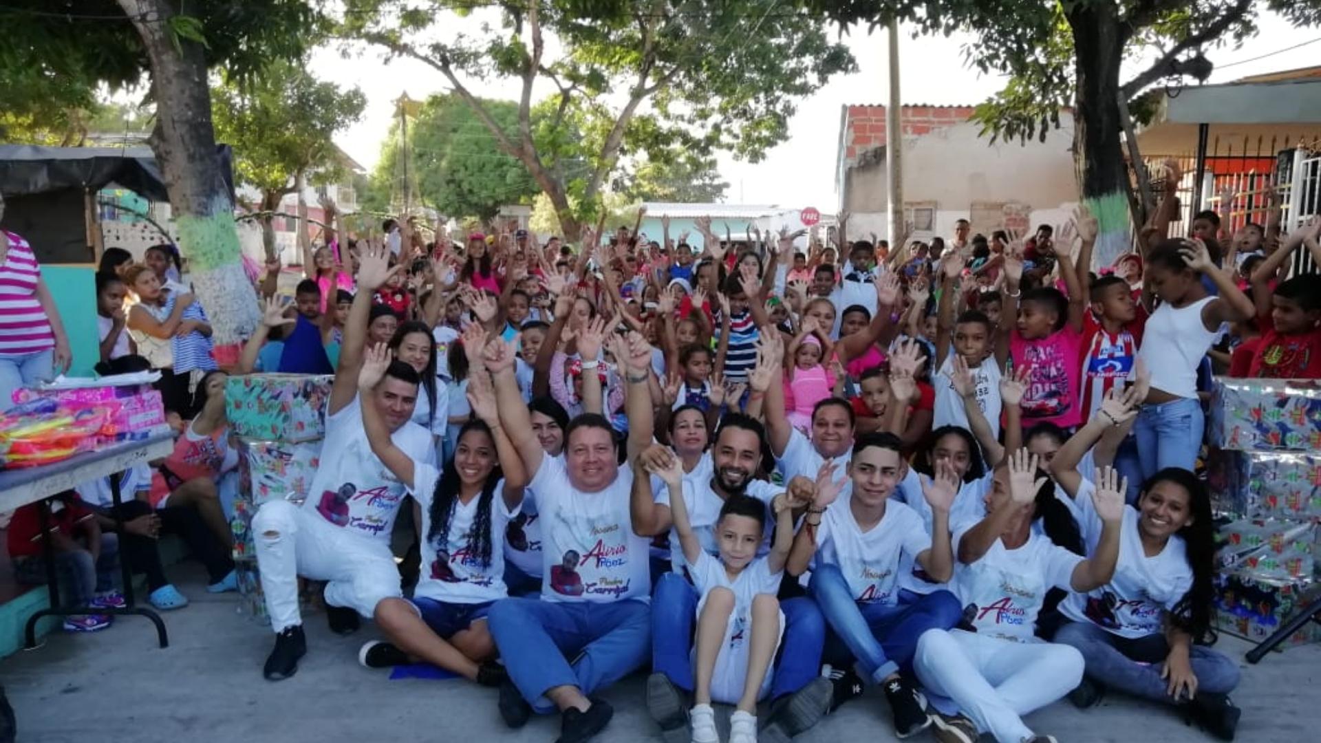 A 60 niños de Los Ángeles les llegaron los regalos del Niño Dios.