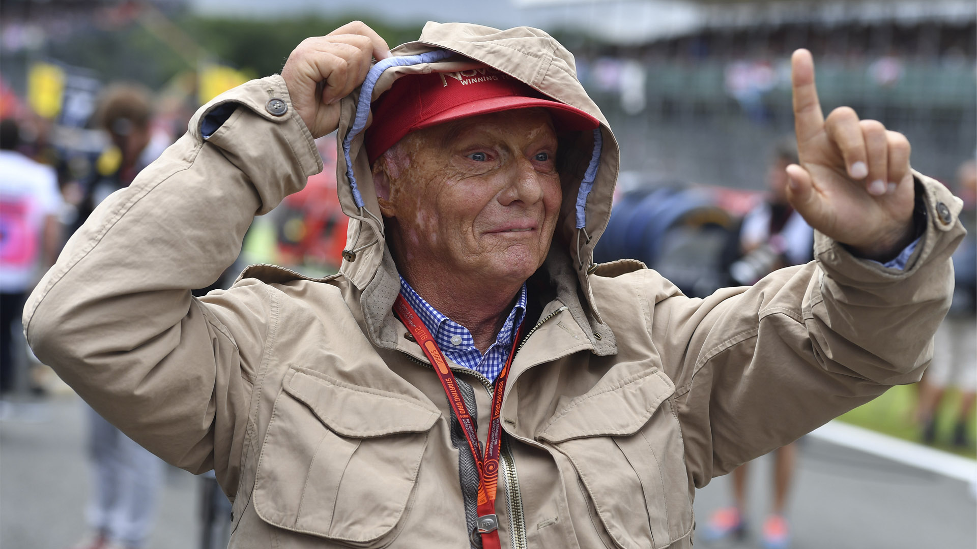 Niki Lauda permanecía con una gorra.