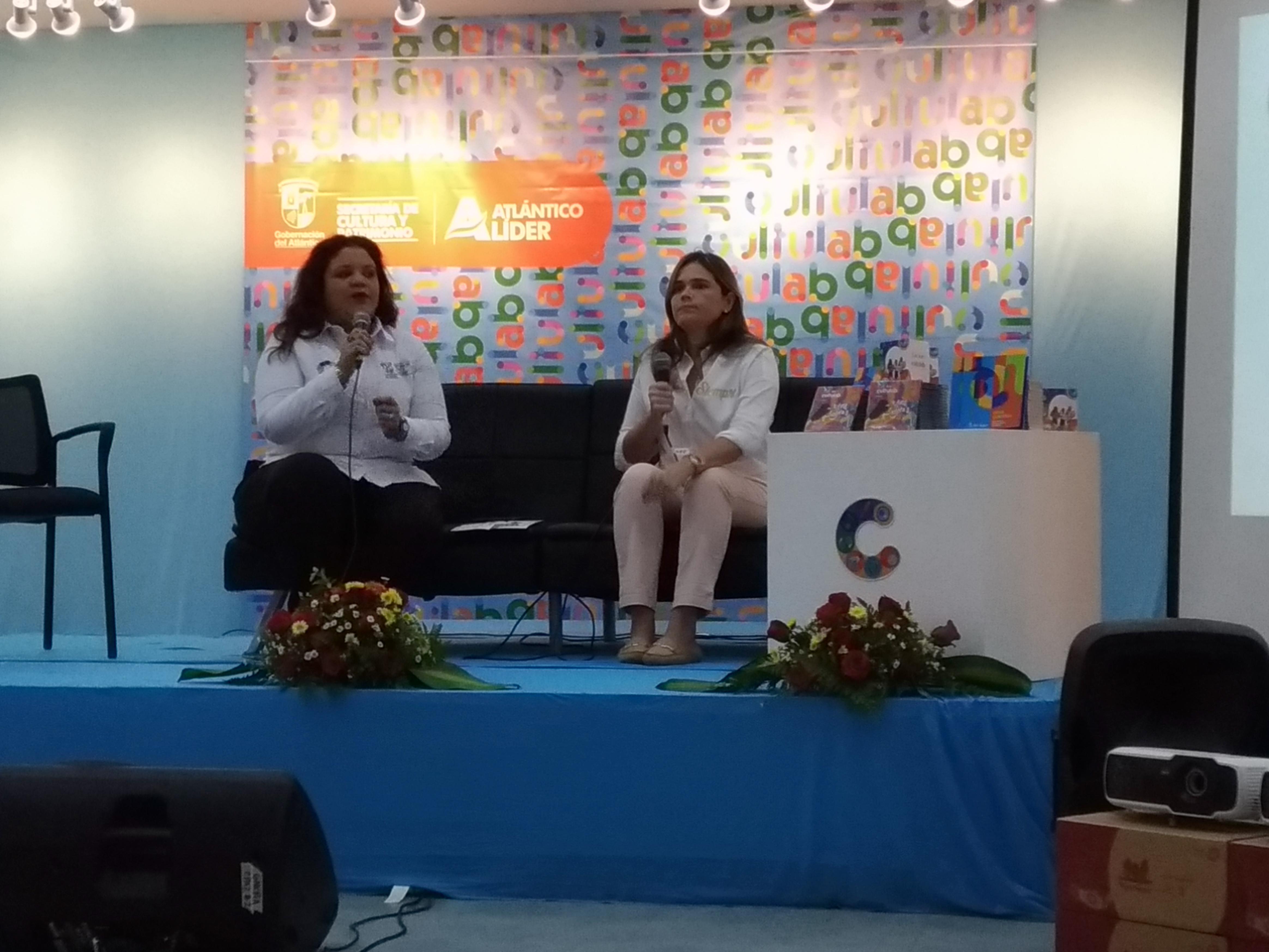 Martha Herrera, coordinadora de Cultulab, y la secretaria de Cultura, María Teresa Fernández.