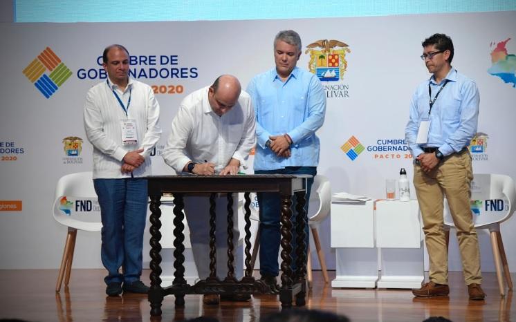 Firma del pacto por la transparencia en el nombramiento de los nuevos gerentes de los hospitales públicos.