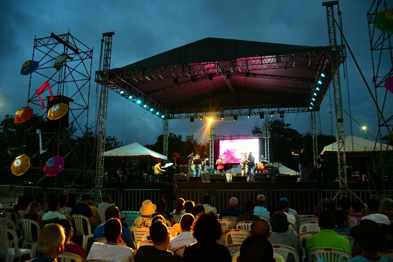 Panorámica del evento musical  que se realizó en la Plaza de la Paz.