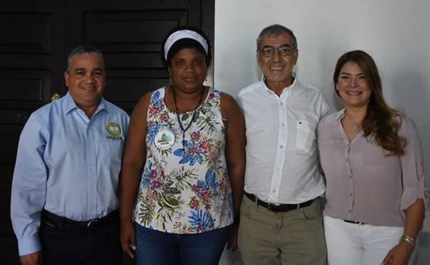 El alcalde (e) Pedrito Pereira, Cynthia Amador, el mandatario electo William Dau, y la primera dama de Cartagena, Eliana Bustillo.