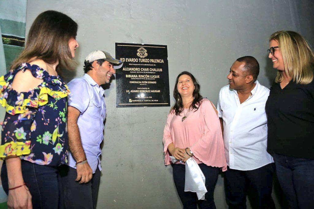 El alcalde Char, Katia Nule, la rectora Esmeralda Picón, el exrector Àlvaro González y la secretaria de Educación Distrital, Bibiana Rincón.