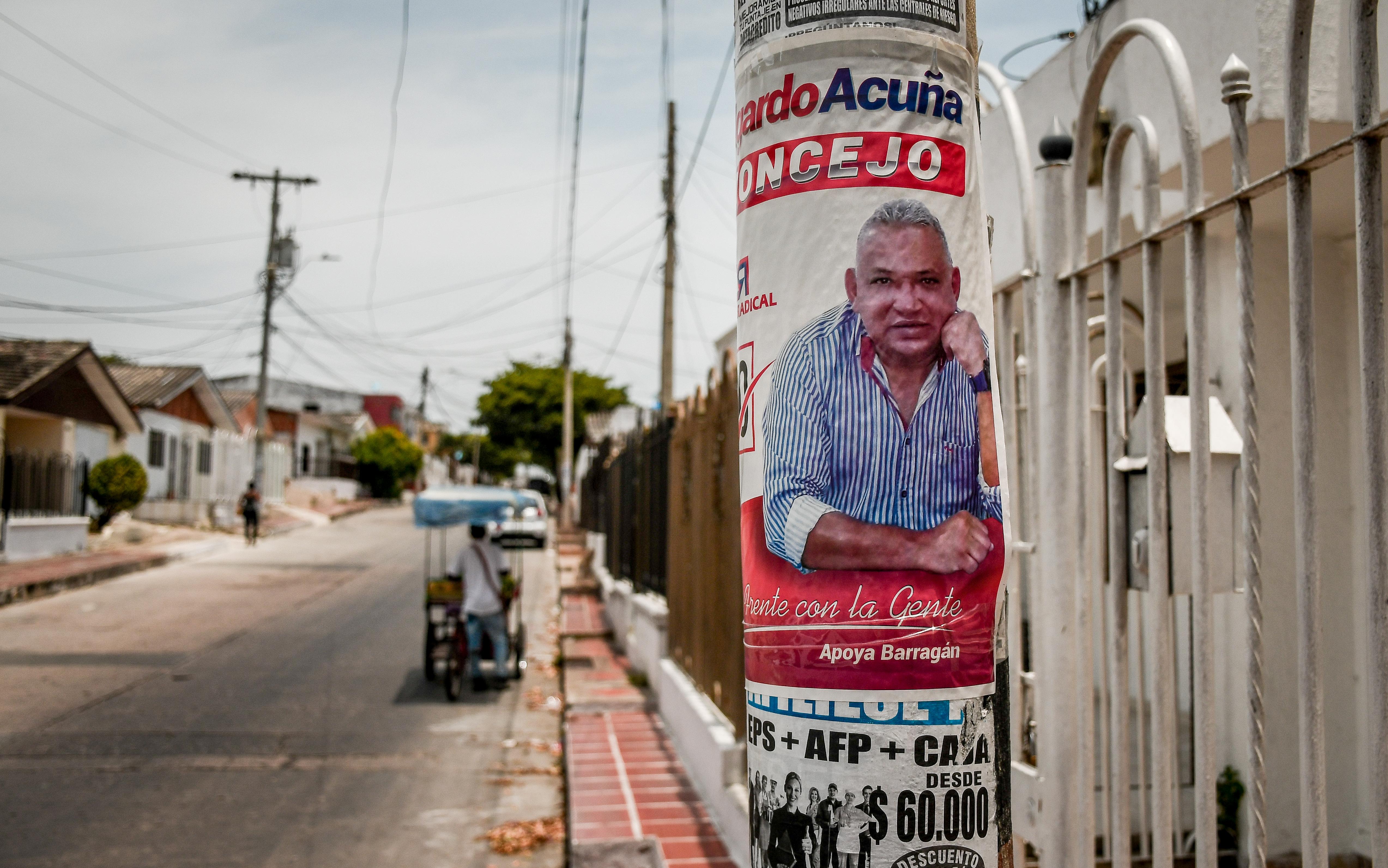 Pauta en los postes en Barranquilla.