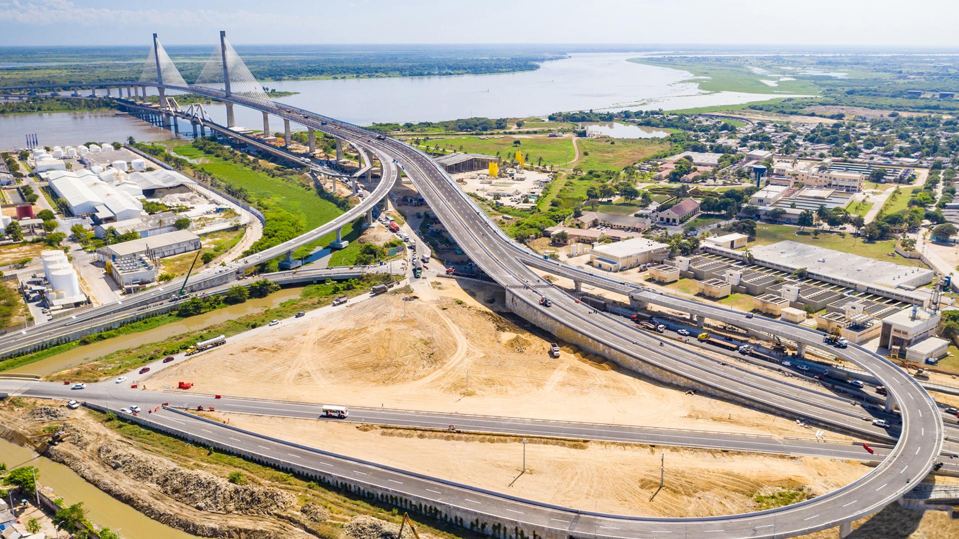 Foto aérea del nuevo puente Pumarejo, considerado el más largo del país.