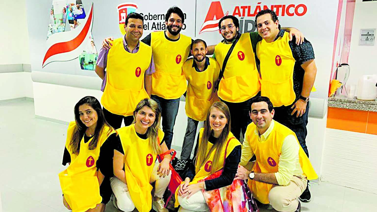 Jóvenes voluntarios en el Hospital Niño Jesús.