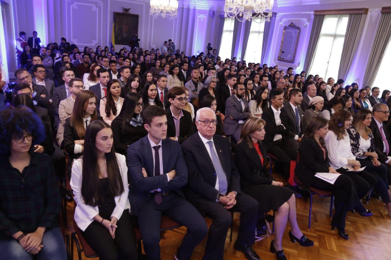 Exaltación en el Palacio de Nariño a 137 jóvenes científicos de 91 proyectos de investigación en salud de distintas universidades del país.
