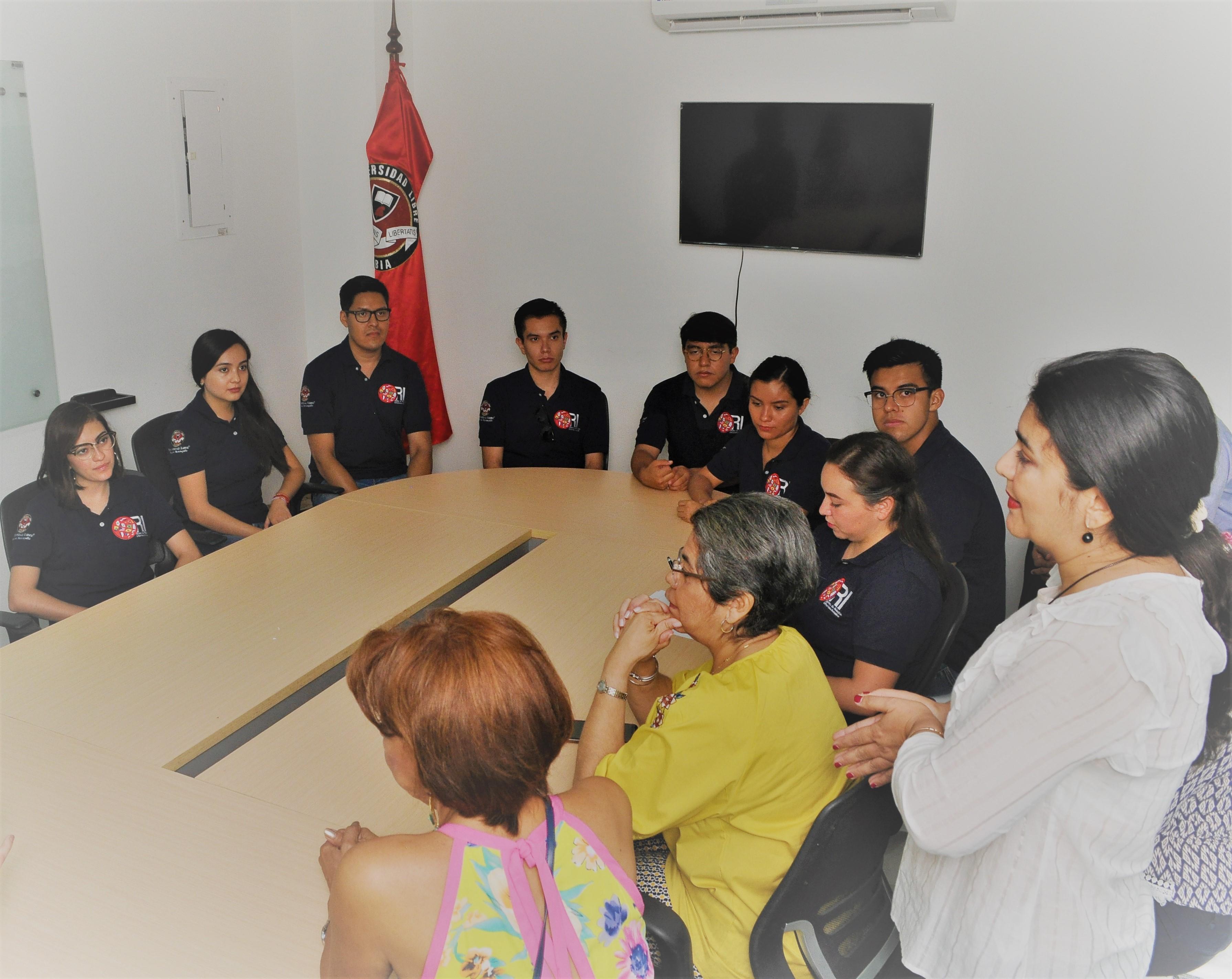 Estudiantes mexicanos del programa DELFIN, en reunión de instalación, junto a las docentes de las facultades de Ciencias Exactas y Naturales y Ciencias de la Salud, de la Universidad Libre Seccional Barranquilla.