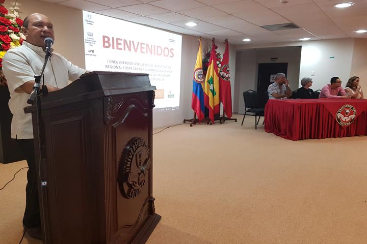 El Dr. Salvador Rada Jiménez, Decano de la Facultad de Ciencias de la Salud, instalando el evento.