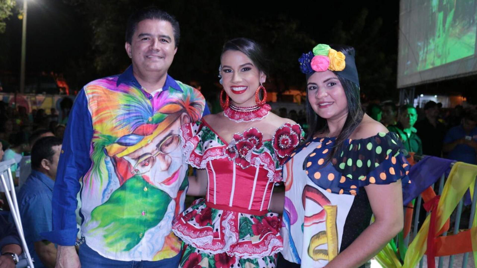 La reina Milena Vidal Donado, acompañada por el alcalde de Soledad, Rodolfo Ucrós.