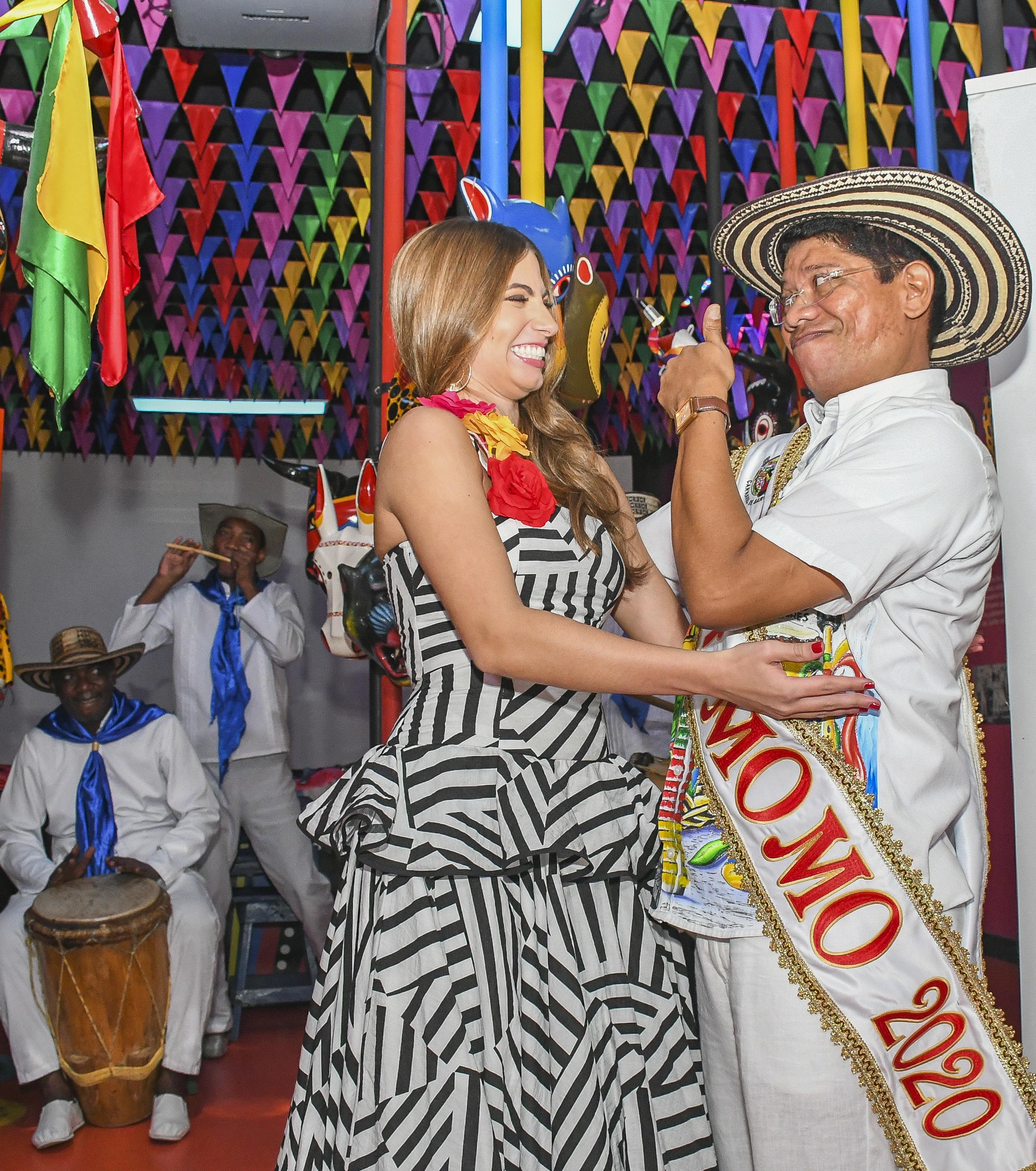 Isabella Chams y Alcides Romero, Reina y Rey Momo del Carnaval de Barranquilla.
