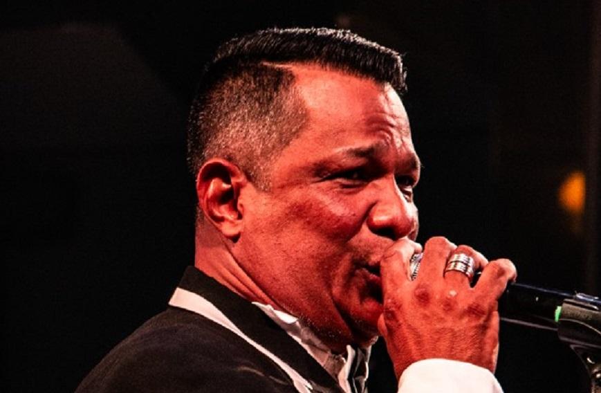 Roberto Torres, cantante y director de Sensación Orquesta, que se ha especializado en presentaciones privadas y eventos sociales en Barranquilla.