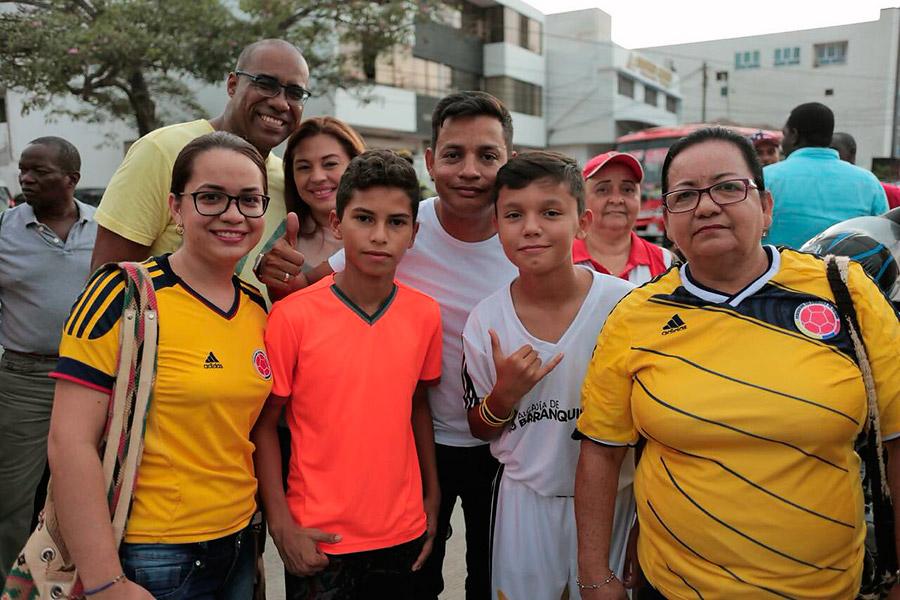 La familia en pleno lista para el Romelio Martínez.