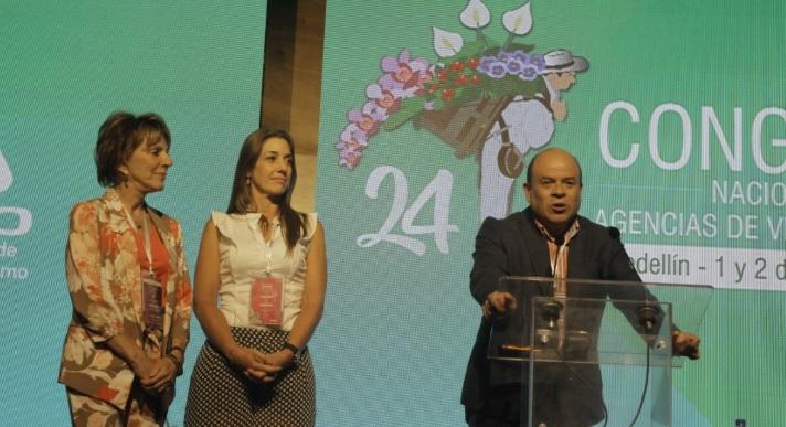 El gobernador Juan Francisco Herrera y la secretaria de Turismo, Yadira Olivo.