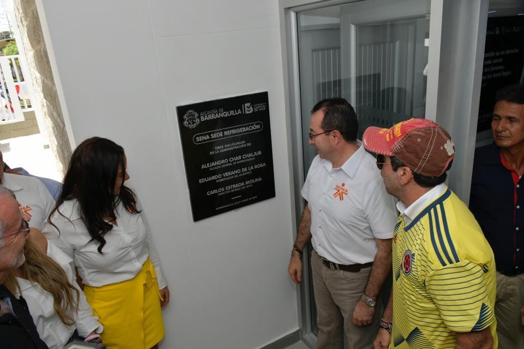 El alcalde de Barranquilla, Alejandro Char; el director del Sena, Carlos Mario Estrada, y la directora regional del Sena, Jaqueline Rojas, durante la inauguración.