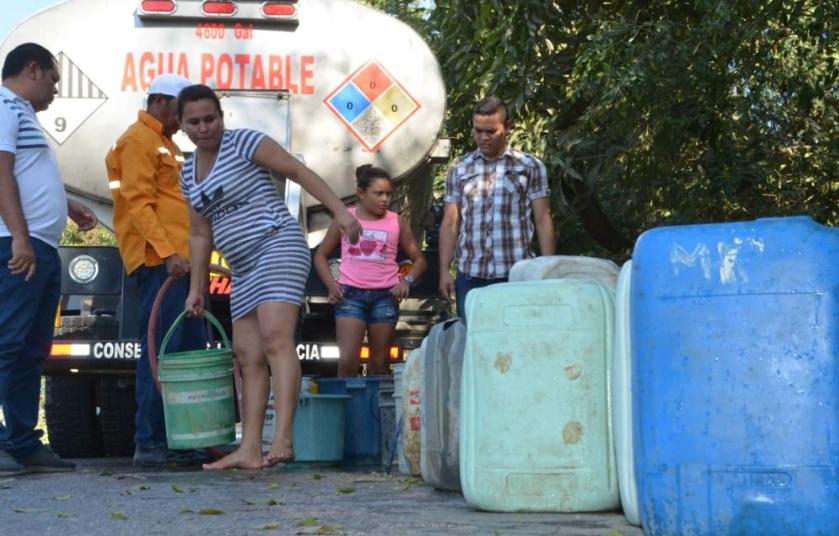 Distribución de agua en carrotanques en Sucre.