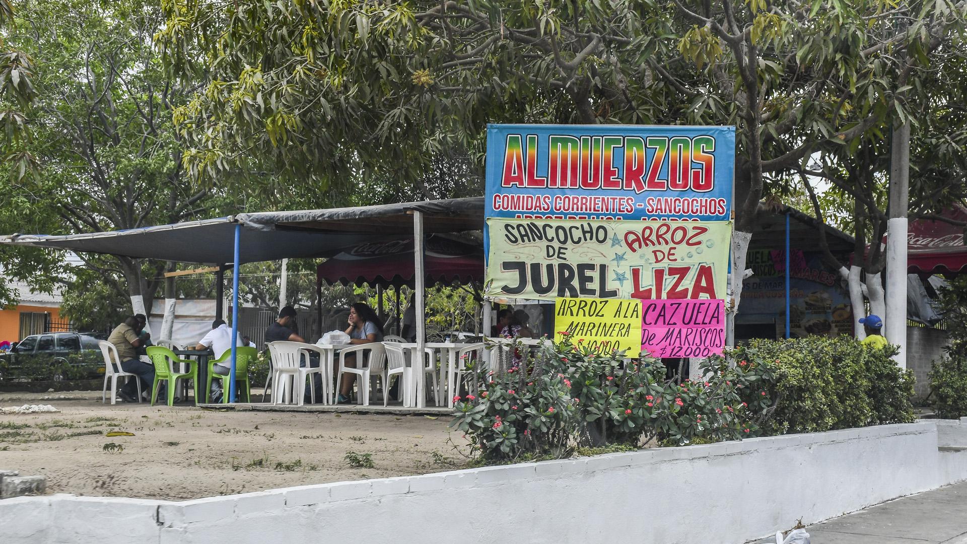 Uno de los 7 restaurantes en la avenida Las Torres.