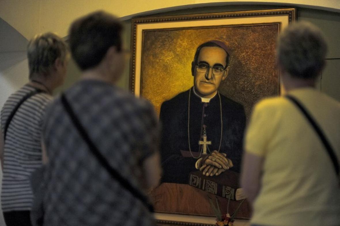 Presidente salvadoreño agradece a papa Francisco por canonización de Romero