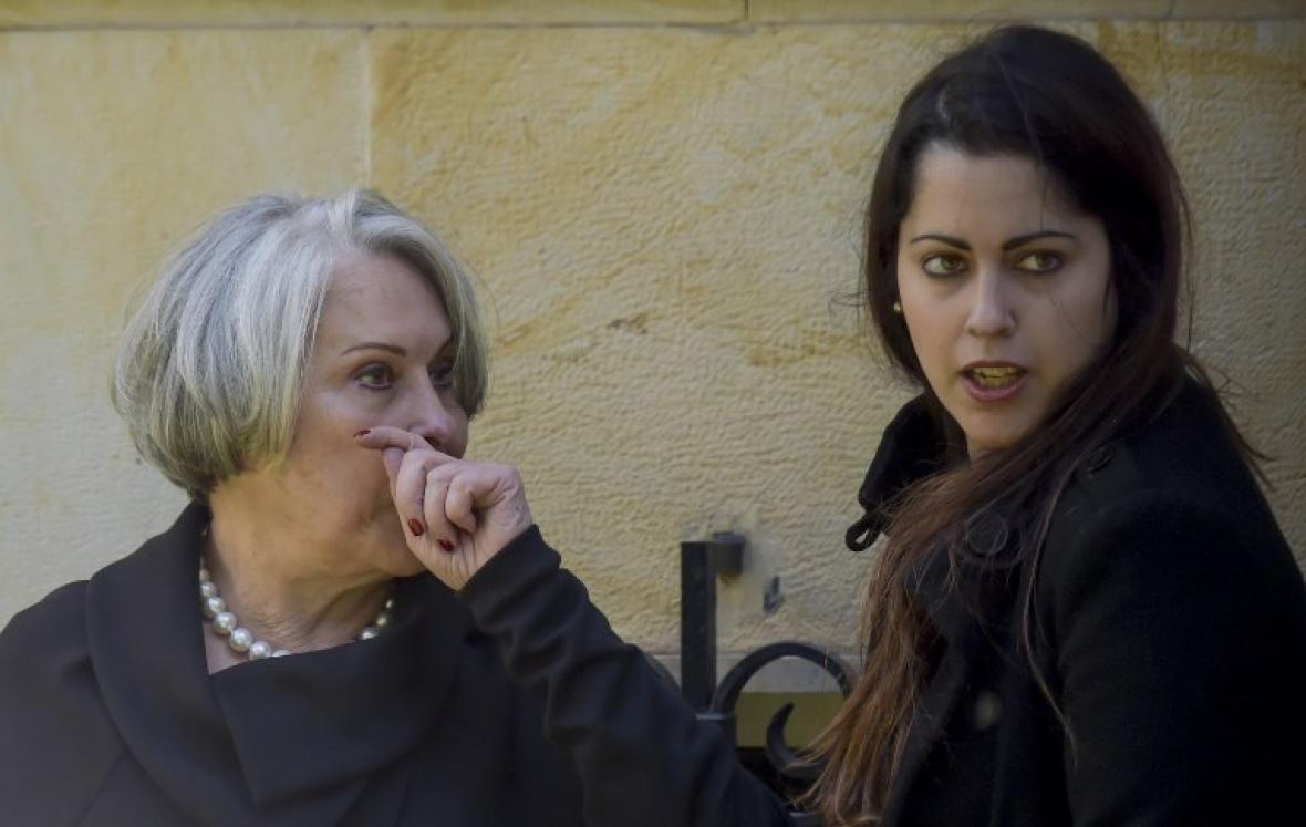 Dalita Navarro, esposa del expresidente Betancur, en las afueras de la Academia de la Lengua.